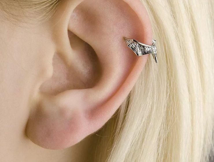 Прокол ушной раковины (с серьгами)